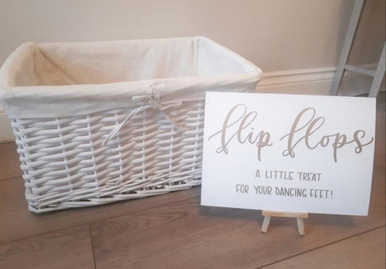 flip flop basket and sign