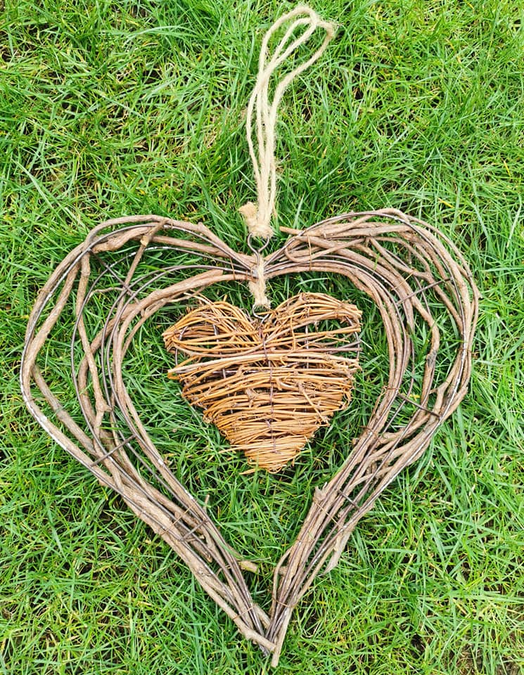 This image has an empty alt attribute; its file name is large-wicker-heart.jpg